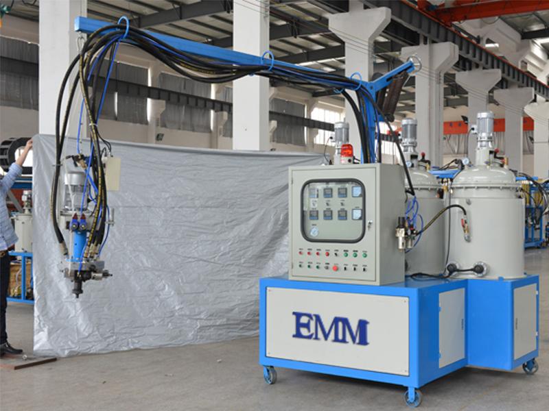 PU-Parteischaumschwamm der niedrigen Presse PU, der Einspritzungsmaschine bildet